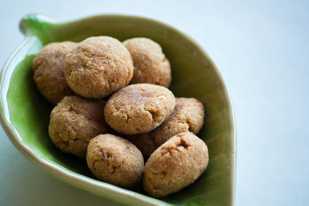 幼児の健康おやつ柿ペーストと干し柿の玄米粉クッキー